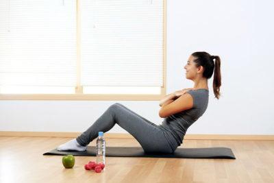 Какие упражнения на пресс можно выполнять при месячных?