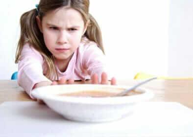 Различают два вида анорексии — очистительная и ограничительная